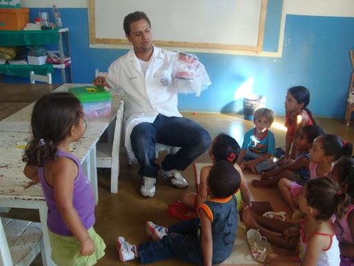 553535 O professor pode desenvolver atividades dinâmicas sobre saúde bucal na escola. Foto divulgação Higiene bucal na escola: como ensinar