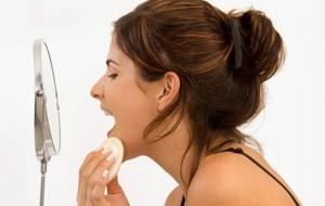 Tônico facial, demaquilante e leite de colônia: quais as diferenças