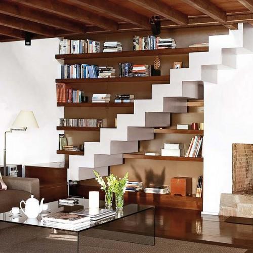 554543 Escadas sem corrimão são sofisticadas porém perigosas. Decorar sala pequena com escada