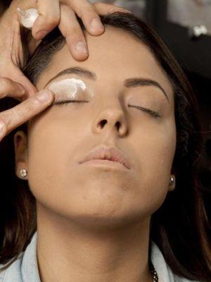 555443 Lapis de olho como fazer a maquiagem durar mais2 Lápis de olho: como fazer a maquiagem durar mais
