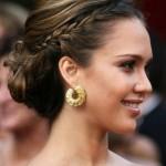 555957 Os coques e tranças podem ser feitos em cabelos médios e longos. Foto divulgação 150x150 Penteados para madrinha de casamento: fotos