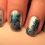 556935 A combinação de prata e azul é discreta e sofisticada. 150x150 Unhas decoradas com motivos natalinos: fotos