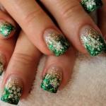 556935 Não é preciso ter medo de usar cores brilhantes. 150x150 Unhas decoradas com motivos natalinos: fotos
