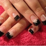 556935 O contraste entre o branco e o preto valoriza as mãos. 150x150 Unhas decoradas com motivos natalinos: fotos
