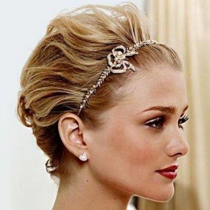 557285 As tiaras podem ser usadas em penteados. Foto divulgação Penteados com tiaras: dicas, fotos