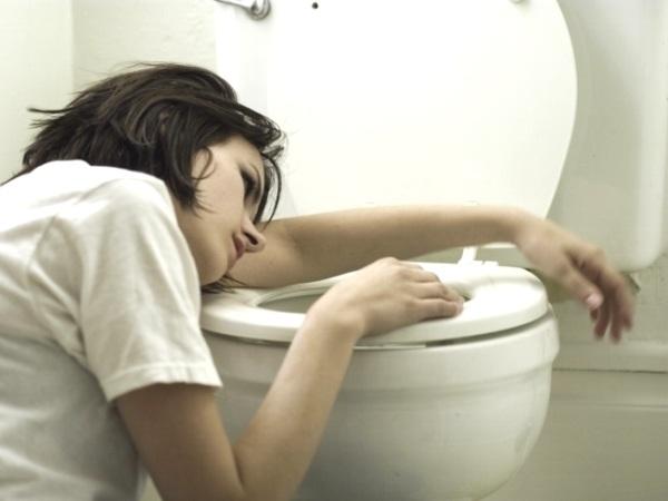 561966 As náuseas e vômitos são sintomas comuns entre a quinta e décima oitava semanas. 5 maneiras de evitar enjoos na gravidez