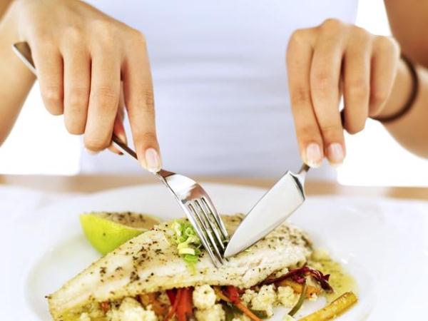 561966 O ideal é comer refeições leves e fracionadas. 5 maneiras de evitar enjoos na gravidez