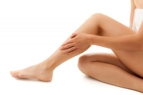 562070 Um banho morno antes e depois da depilação previne complicações. Alergia na depilação: como evitar
