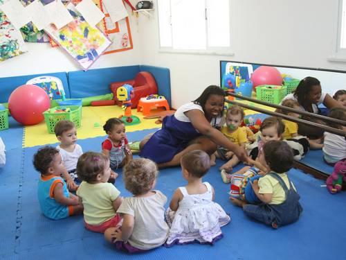 565619 A maioria das mães necessita colocar as crianças na creche para poder trabalhar. Foto divulgação Primeiro dia da criança na creche: como ajudar