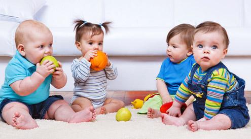 565619 As mães devem passar segurança aos pequenos para que eles consigam se adaptar ao novo ambiente. Foto divulgação Primeiro dia da criança na creche: como ajudar