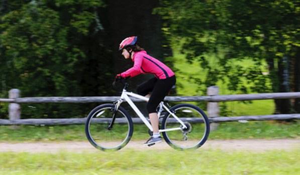 567458 Pedalar ajuda a melhorar a circulação sanguínea. Foto divulgação Exercícios para ativar a circulação