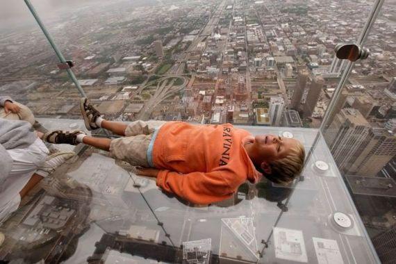 568045 O medo de altura faz com que as pessoas se sintam inseguras. Foto divulgação Medo de altura: como superar
