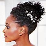 568627 Os penteados presos caem muito bem para madrinhas afro. Foto divulgação 150x150 Penteados para madrinhas com cabelo afro: dicas, fotos