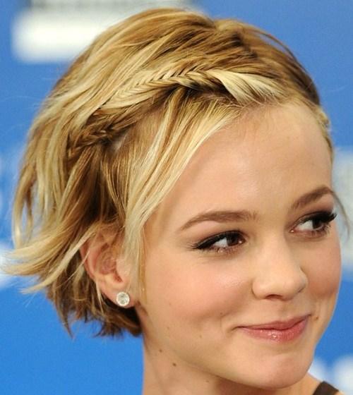 568689 As tranças podem ser feitas em cabelos curtos. Foto divulgação Penteados para madrinhas que têm cabelo curto