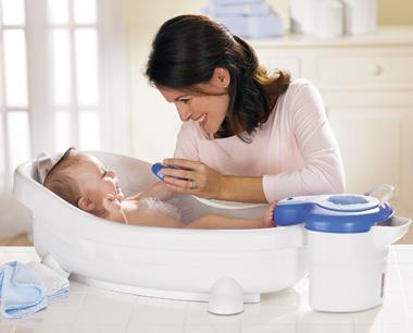 568887 baby bath Cuidados nos primeiros dias de vida do bebê
