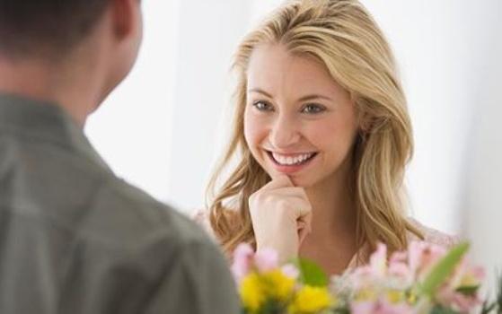 571527 Procure saber o que a garota gosta pois isso será um ponto a seu favor. Foto divulgação Dicas para conquistar uma garota