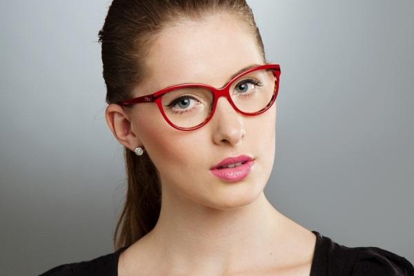 572876 Com alguns truques de maquiagem é possível equilibrar o look de  mulheres que usam óculos e4da7f0db7