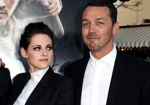 573108 Esposa pede divórcio de diretor com quem Kristen traiu Robert Pattinson Esposa pede divórcio de diretor com quem Kristen traiu Robert Pattinson