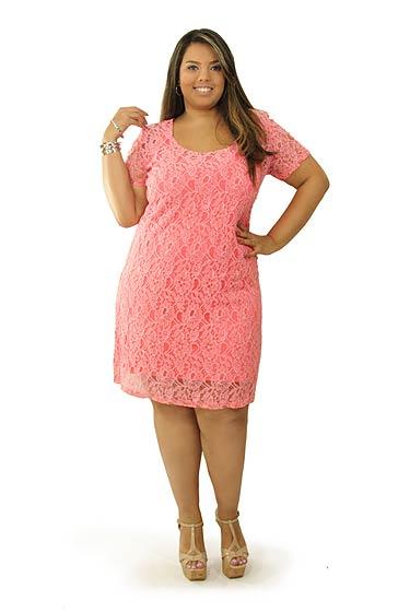 573335 Várias cores lindas podem ser usadas em vestidos de renda plus size. Foto divulgação Vestidos plus size de renda: fotos