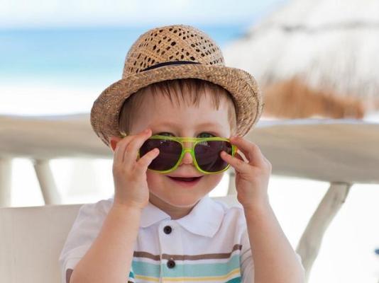 575162 Os óculos de sol para crianças devem oferecer proteção total. Foto divulgação Como escolher óculos de sol ideal para a criança