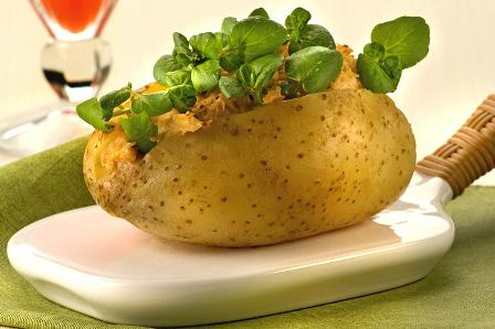 576115 Receita de batata assada recheada com frango 3 Receita de batata assada recheada com frango