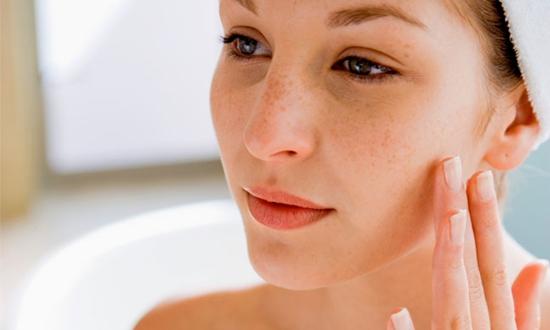 577350 Cuide diariamente da sua pele e evite as manchas. Foto divulgação Diferentes causas das manchas de pele