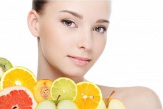 578062 O consumo de alimentos ricos em vitamina C também é benéfico para a pele. Foto divulgação Vitamina C para o rosto: benefícios