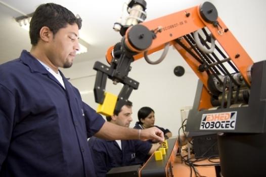 57916 Curso de Operador De Robô Industrial Gratuito SENAI 3 Curso de Operador De Robô Industrial Gratuito SENAI