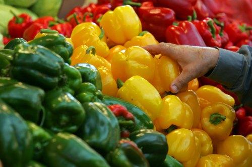 579957 O pimentão possui sabor bastante característico e dá vida aos pratos. Benefícios do pimentão para saúde