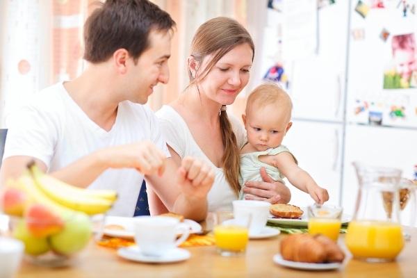 579966 A mulher não precisa mudar de cardápio para produzir mais leite Leite materno: mitos e verdades