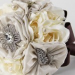 582364 Flores de tecido são bastante delicadas. 150x150 Buquê de broche: nova tendência noiva 2013