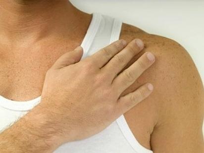 582498 O marca passo é implantado sob a pele no peito próximo ao ombro. Foto divulgação Marca passo: para que serve?