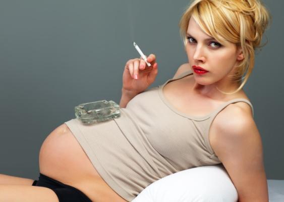 584849 Os cigarros são causadores de diversos problemas gestacionais. Como os cigarros afetam os bebês durante a gestação