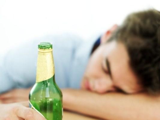 585039 O alcoolismo acomete várias pessoas em todo o mundo. Foto divulgação Dicas para ajudar um alcoólatra