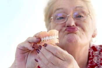 585119 Os dentes do siso são os últimos dentes a surgir na arcada dentária. Foto divulgação Cuidados ao remover o dente do siso