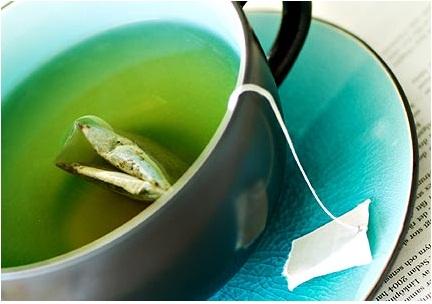 585334 É possível utilizar sachês de chá mate para acabar com o problema. Espinha interna: o que é, como tratar