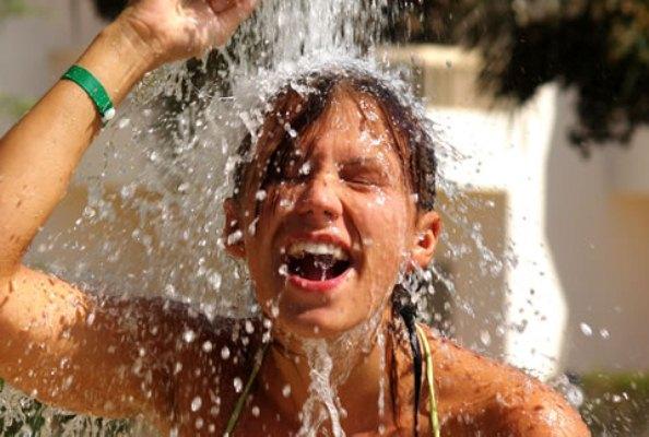 589309 Como cuidar dos cabelos depois do cloro da piscina.2 Como cuidar dos cabelos depois do cloro da piscina