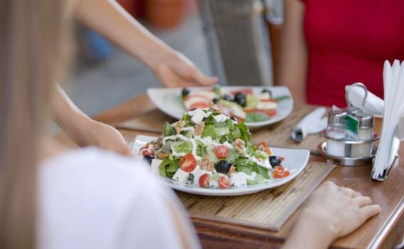 592125 É preciso ter cuidados com os alimentos que são consumidos fora de casa. Foto divulgação Cuidados que os alérgicos devem ter ao comer fora de casa