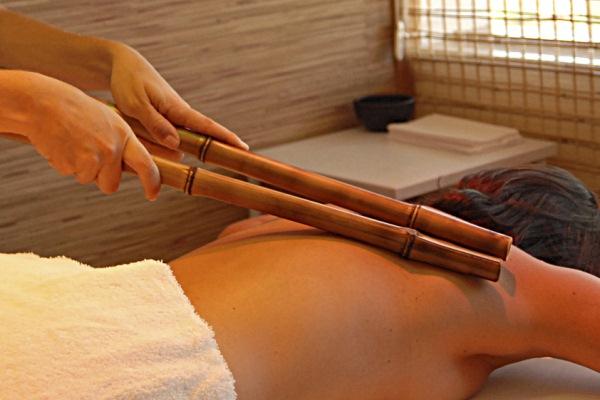 592493 Massagem com bambu para tratar celulites.2 Massagem com bambu para tratar celulites