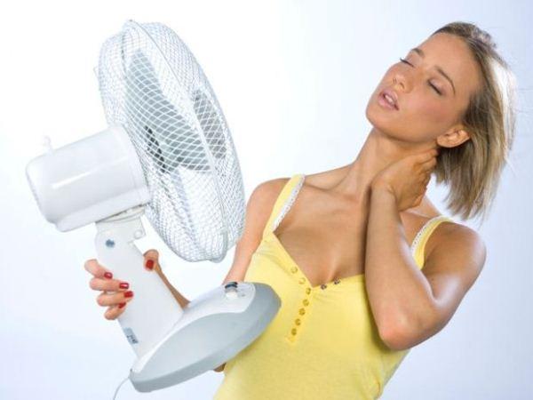 594733 As ondas de calor conhecidas como fogachos estão entre os sintomas mais frequentes. Pré menopausa: sinais