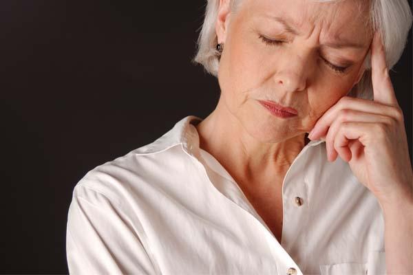 594733 Esquecimentos e falta de concentração são alguns dos sintomas de climatério. Pré menopausa: sinais