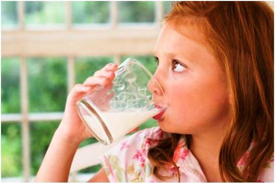 595660 O leite é rico em vitaminas essenciais para nosso organismo. Foto divulgação. Manga com leite faz bem à saúde