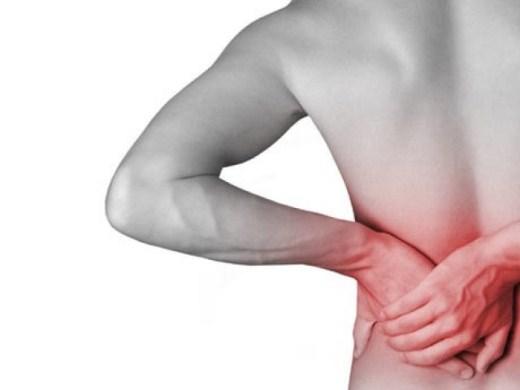 596287 A dor nas costas pode indicar pedra nos rins. Foto divulgação Saiba o que aumenta o risco de pedra no rim