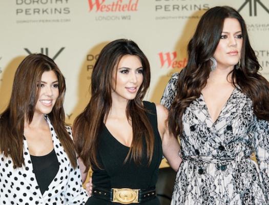 600474 Linha de bronzeamento irmãs Kardashian.1 Linha de bronzeamento Irmãs Kardashian
