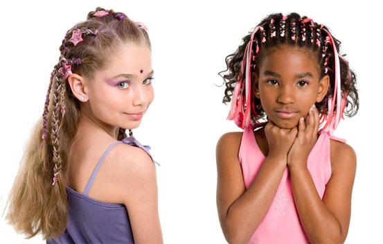 602508 Vários modelos de tranças podem ser criados. Foto divulgação Penteados infantis para festas e eventos
