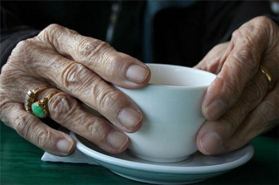 604050 A cirurgia ajuda a controlar principalmente a tremedeira causada pelo Parkinson. Foto divulgação Cirurgia para quem sofre de Parkinson