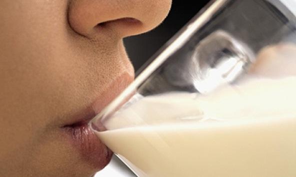 608689 O leite de soja pode ser consumido por portadores de intolerância à lactose. Foto divulgação Dieta para intolerância à lactose