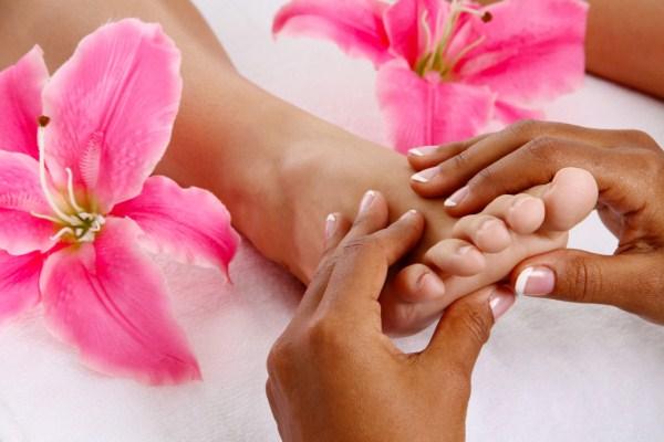 610293 É importante não se descuidar da saúde dos pés. Rachaduras nos pés, causas e tratamentos