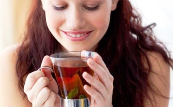 610459 O chá de aroeira é excelente para infecções vaginais. Foto divulgação Remédio caseiro para infecção vaginal