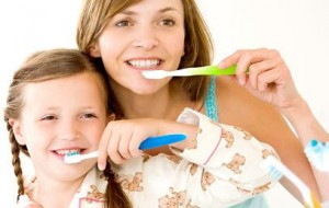 O que pode acontecer com quem não usa fio dental?